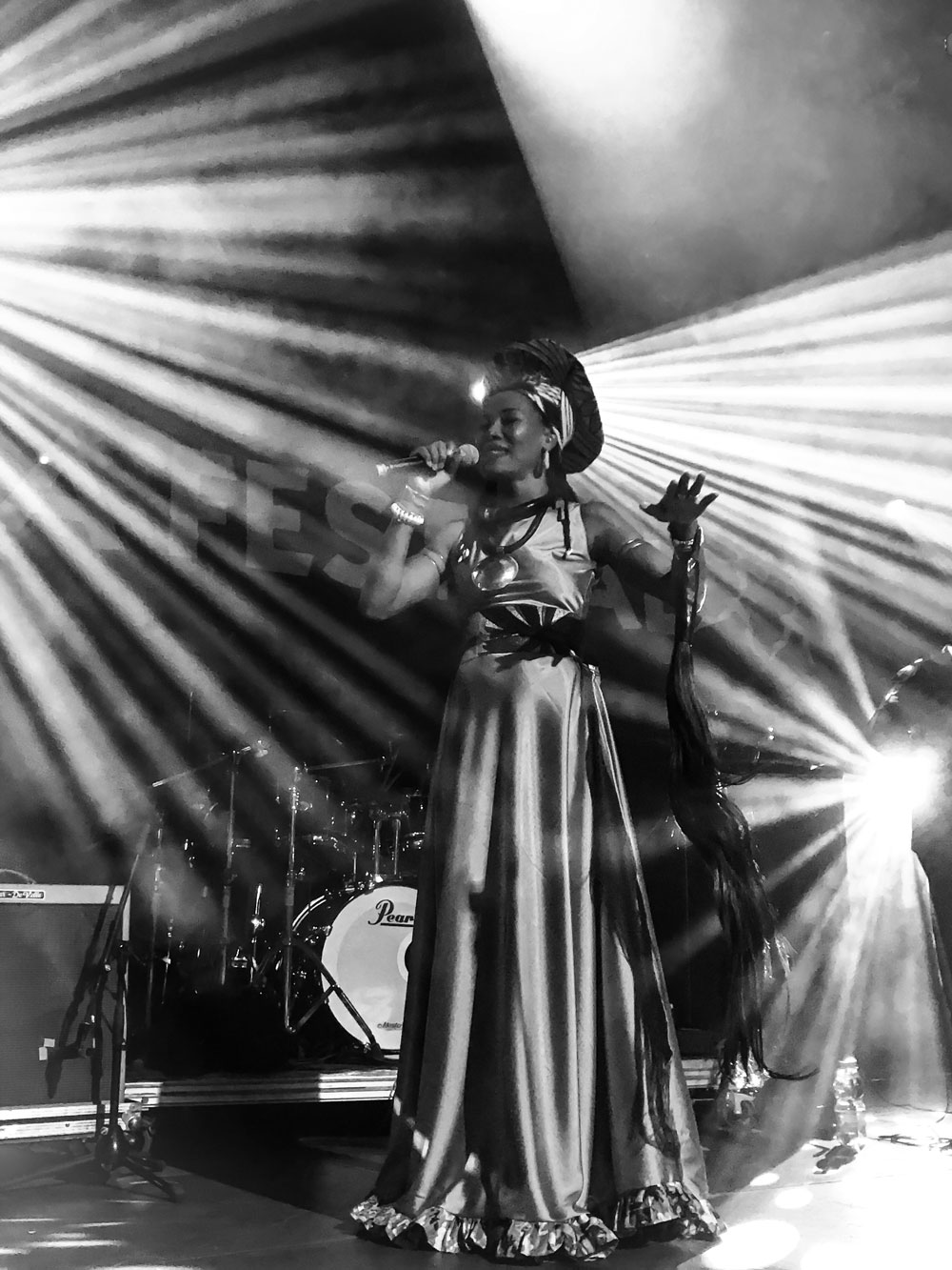 Fatoumata Diawara on stage © Mario Gerth